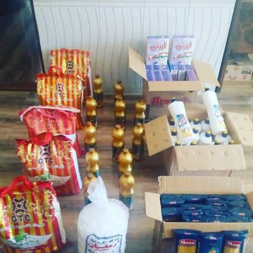 اهدای مقداری مواد غذایی